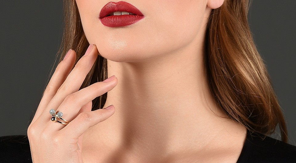 Кольца Венеры на шее: как убрать, что означают, как избавиться в домашних условия
